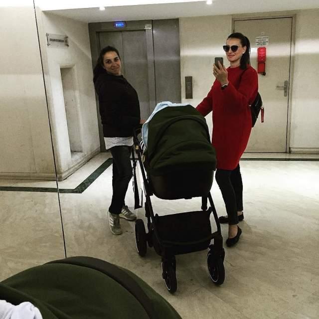 Елена Исинбаева, февраль. Знаменитая спортсменка, прыгунья с шестом, родила сына Добрыню. Это второй ребенок звезды спорта и ее мужа Никиты Петина.