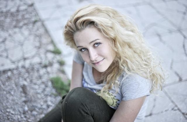 В течение четырех лет была моделью в студии Вячеслава Зайцева.