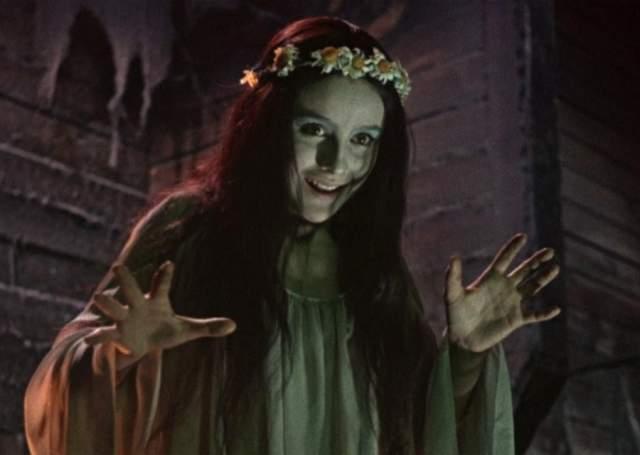 """Но """"спортсменка, комсомолка и просто красавица"""" приняла решение резко сменить амплуа, и уже следующей воплощенной ею героиней стала ведьма-панночка в первом советском фильме ужасов """"Вий""""."""