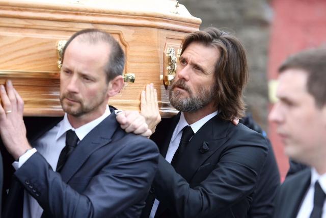 Катриона умерла в сентябре 2015 года, после разрыва отношений с Джимом Керри. Тело обнаружили полицейские в ее доме в Лос-Анджелесе. Встречаясь с актером, формально Катриона была замужем за Бертоном.