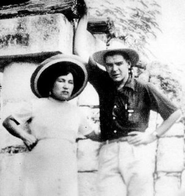 Его первой женой стала перуанка Ильда Гадеа, экономист и также революционерка.