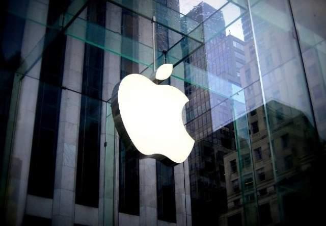 Рональд Уэйн продал свою долю в компании Apple Рональд Уэйн был третьим соучредителем компании Apple и владел там 10-процентной долей. В апреле 1976 года Уэйн решил продать свою долю всего за 800 долларов.