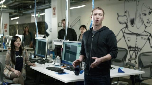 В 2005 компания убрала из своего названия артикль The после покупки доменного имени facebook.com в 2005 году за $ 200 000.