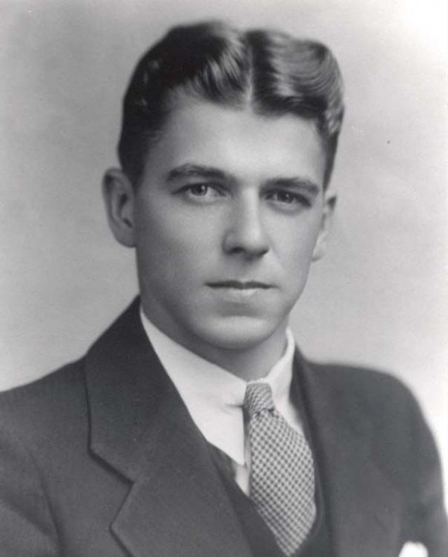 Рональд Рейган. Будущий президент всегда хотел стать актером и, попробовав себя в качестве спортивного комментатора, подписал свой первый контракт с кинокомпанией.