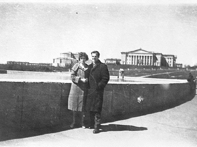 Через неделю он явился в посольство США в Москве, чтобы отказаться от американского гражданства. О бегстве морпеха в Советский Союз было сообщено на первой полосе Ассошиэйтед пресс и в других изданиях 1959 года.