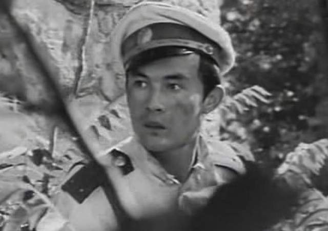 А в 1967-м актеру повезло, когда он снялся в роли белогвардейца в «Балладе о комиссаре». Образ юного мерзавца в черных перчатках (так в своих мемуарах назвал Талгата режиссер Али-шер Хамдамов) запомнился всем.