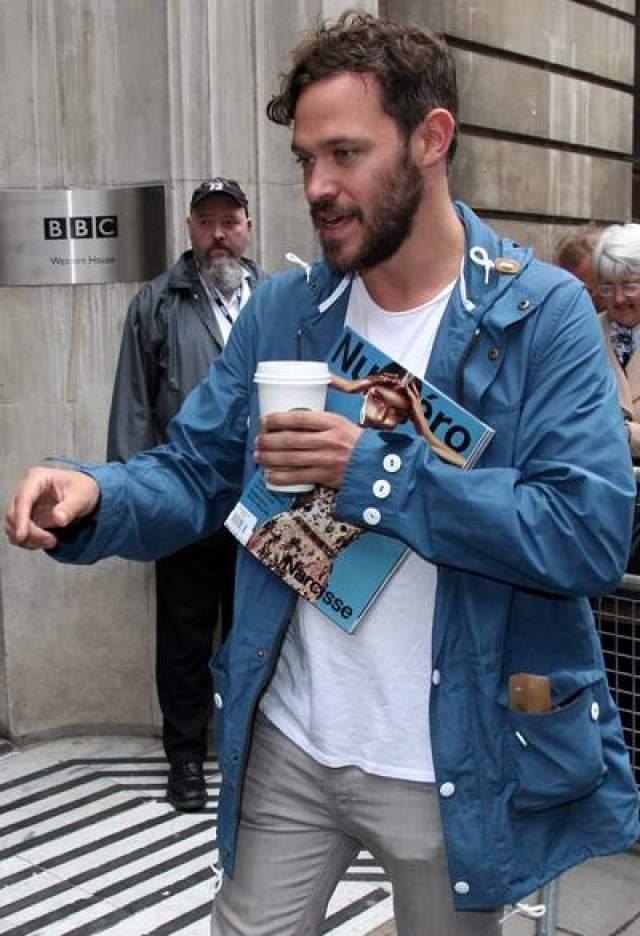 В 2002 году, сразу после победы в британском шоу Pop Idol, певец Уилл Янг сделал заявление о том, что он - гей. Стоит отметить, что это не помешало юношей сделать блестящую карьеру в музыке и даже сняться в кино.