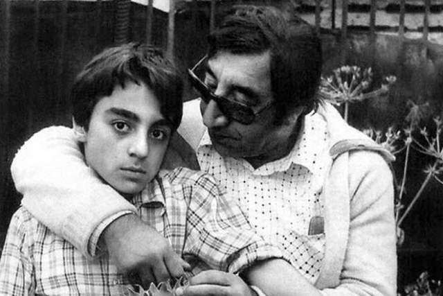 Фрунзик Мкртчан с сыном Вазгеном, который большую часть жизни страдал от наследственного психического заболевания, передавшегося от матери.