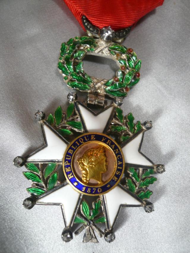 Продолжает активно сниматься, и 15 марта 1973 года удостаивается высшей награды Франции: ордена Почетного легиона.