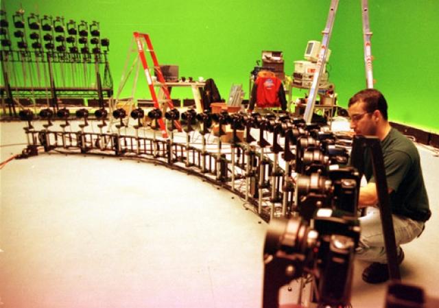 Мастера по спецэффектам и операторы пытались применить специальную тележку, которая ездила бы вокруг сцены с большой скоростью, но идея провалилась.