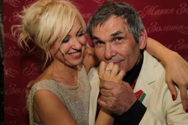 Свадьбу с молодой избранницей продюсер сыграл в 2013 году, уже в 2014 году у Виктории родился сын (от другого мужчины), которого назвали Иван Максимов. Алибасов расстался с ней в 2017 году, но развод был оформлен только в 2018 году.
