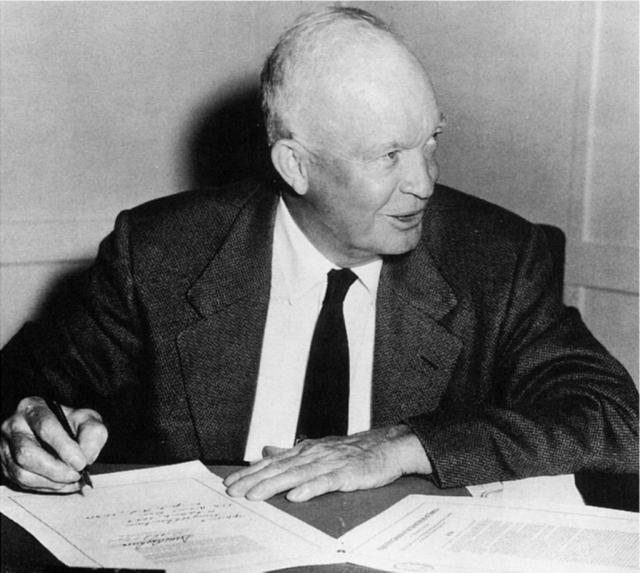 Но 11 февраля 1953 года президент США Дуайт Эйзенхауэр отклонил последнее прошение о помиловании супругов.