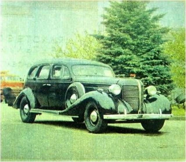 ЗИС-101. Эту модель отличали многие технические решения, ранее не встречавшиеся в советском автомобилестроении: сдвоенный карбюратор, термостат в системе охлаждения, демпфер крутильных колебаний на коленчатом валу двигателя, синхронизаторы в коробке передач, отопитель кузова и радиоприемник.