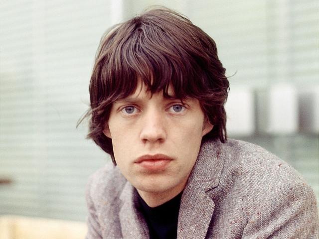 Мик Джаггер. Популярность никаких слащавых представителей современных бойзбэндов не сравнится с тем, как любили солиста группы The Rolling Stones.
