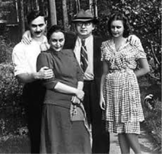 Когда они поженились, Лаврентию было двадцать два, Нине — шестнадцать, но по грузинским понятиям того времени — вполне подходящий возраст для брака.