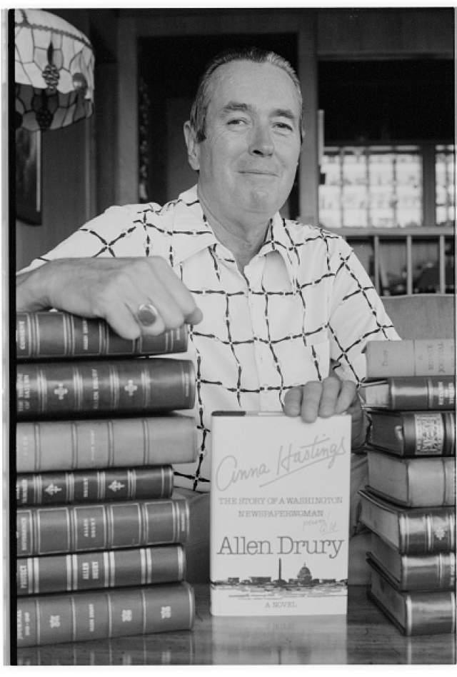"""Аллен Дрери, 2 сентября 1918 - 2 сентября 1998. Американский писатель-романист, автор произведения """"Совет и согласие"""", за которую был удостоен одной из самых престижных наград – Пулитцеровской премии."""