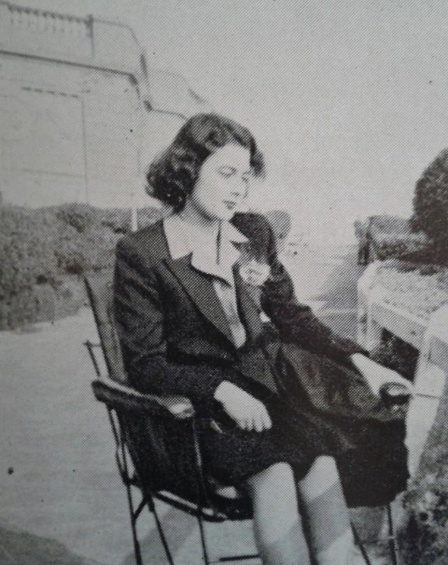 В 1944 году женщина была направлена в оккупированную Францию с секретным заданием. Высадилась она на парашюте. На месте назначения Виолетта не только передавала в штаб данные о численности и местоположении сил противника, но и провела ряд диверсионных действий.