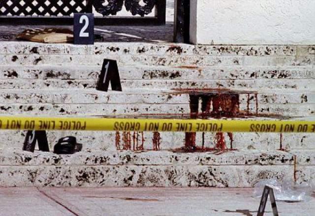 Крыльцо особняка Версаче, на котором он был застрелен.