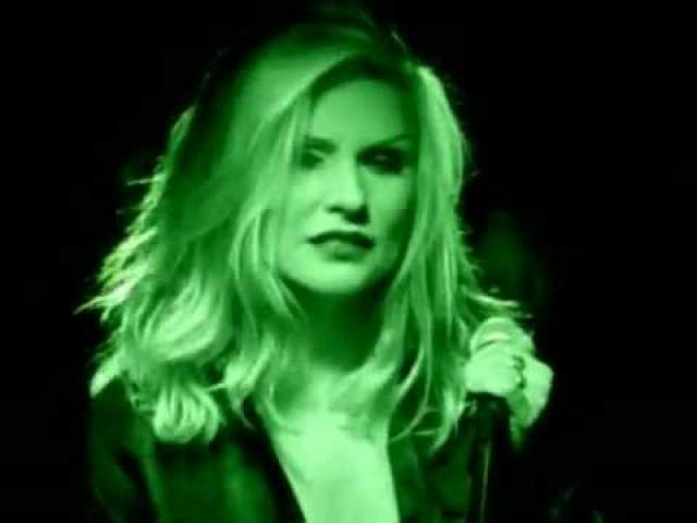 """После распада группы и ряда сольных проектов летом 1998 года Дебора Харри вновь стала лидером Blondie. Сингл """"Maria"""" дебютировал под № 1 в Великобритании и достиг первого места в 14 странах."""
