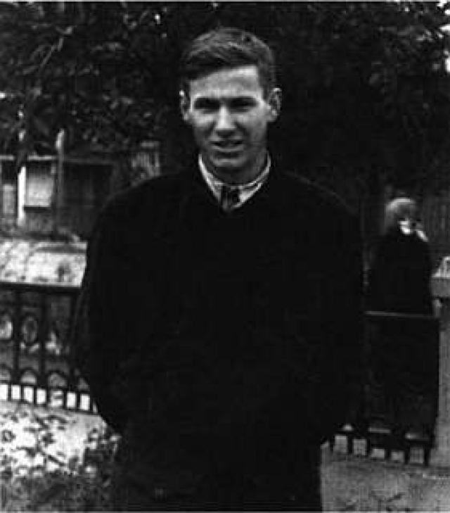 В 1955 он закончил строительный факультет Уральского политехнического института им. С.М.Кирова в Свердловске. В 1952 году за пропуски его отчисляли, но студент Борис восстановился.