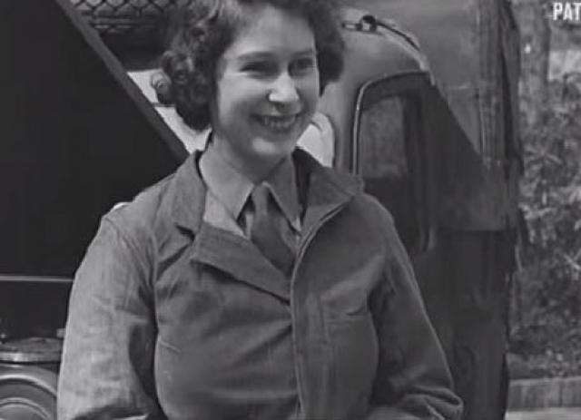 У Елизаветы II есть специальность - механик Королева — точнее принцесса на то время — не просто водила грузовики во время Второй мировой войны. Она также научилась их ремонтировать. Когда король и королева и принцесса Маргарет посетили тренировочный центр, они увидели принцессу Елизавету в комбинезоне под грузовиком Красного Креста. Принцесса Елизавета очень гордилась тем, что смогла отучиться на механика.