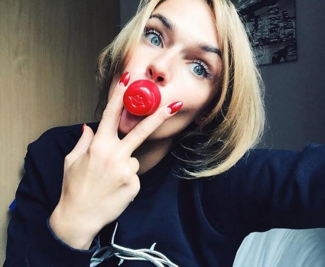 Водонаева стремится рекламировать любой продукт, от чего ее аудитория иногда уменьшается. Например, ее призыв попробовать тренажер для губ заслужил одни оскорбления.