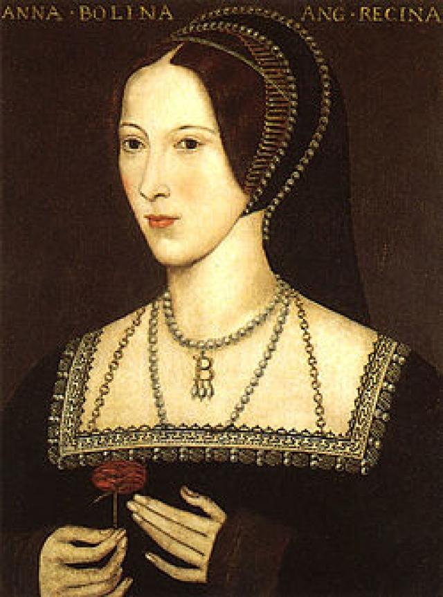 Влюбившись в Анну Болейн, которая в связи женатому монарху отказывала, король оказался втянут в мучительно долгий бракоразводный процесс с первой супругой и в итоге даже пошел на отделение английской церкви от Рима.