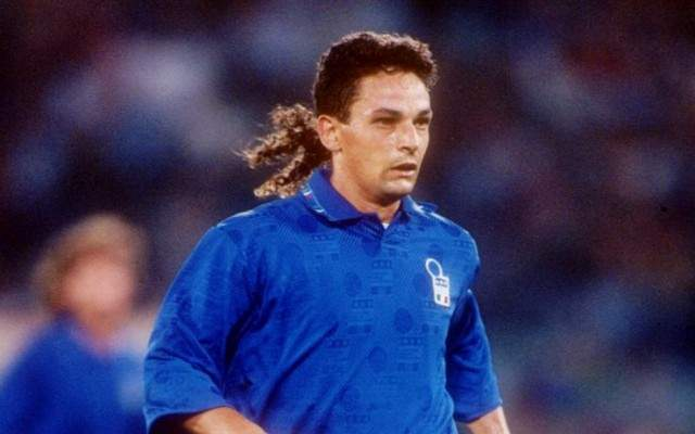 Роберто Баджо. Финал чемпионата мира 1994 года был, как говорят знатоки, скучнейшим. Но итальянский спортсмен сделал его трогательным настолько, что футбол полюбили даже те, кто не знает, что такое мяч.