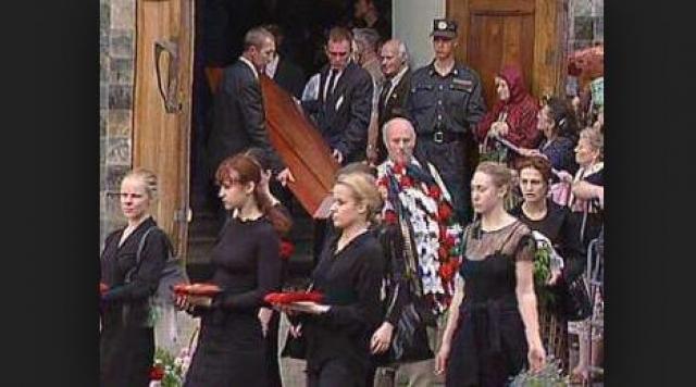 В последние годы своей жизни Ефремов провел со специальным прибором, который принудительно вентилировал его легкие. 24 мая 2000 года, в возрасте 72 лет, Олег Николаевич скончался.