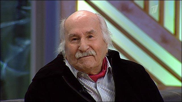 Сегодня 101-летний долгожитель продолжает регулярно выступать в театре и время от времени появляться на экране.