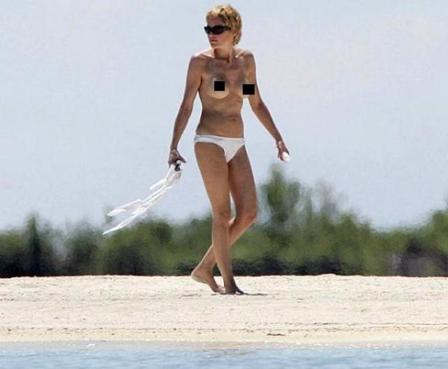 Верх от купальника явно не нравится и актрисе Шэрон Стоун .