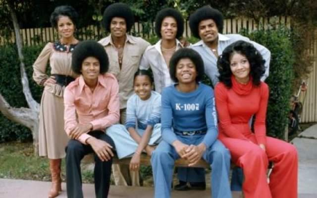 Майкл Джексон Поп-король еще задолго до своей смерти прекратил любые отношения со своими родственниками, которые бередили все его психологические травмы.