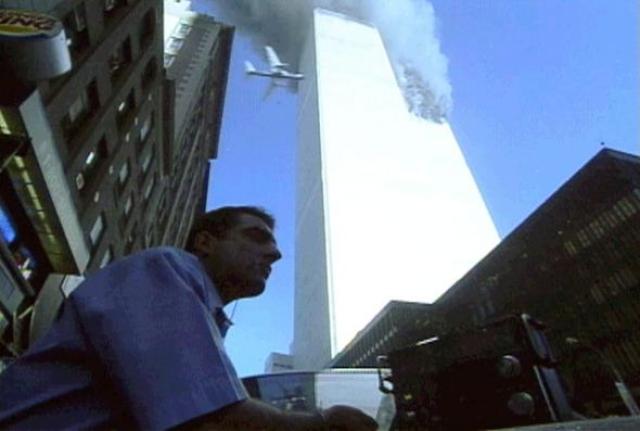После захвата самолетов некоторые пассажиры смогли воспользоваться спутниковым телефоном самолета, а также своими мобильными телефонами, и сообщить о захвате. По их сообщениям, террористы использовали холодное оружие.