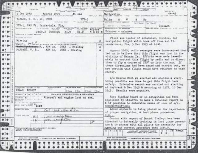 """Бортовые номера двух из них были FT-241, FT-87, а еще на двух удалось разглядеть только цифры 120 и 28, обозначение пятого не удалось идентифицировать. После того как исследователи подняли архивы, выяснилось, что пять """"Эвенджеров"""" пропадали только однажды - 5 декабря 1945 года, но идентификационные номера найденных машин и Звена 19 не совпадали, кроме одного - FT-28, самолета командира Чарльза Тейлора, но что самое странное, остальные самолеты среди пропавших не числились. На фото: официальный доклад об исчезновении """"Рейса №19"""", 1945 год"""