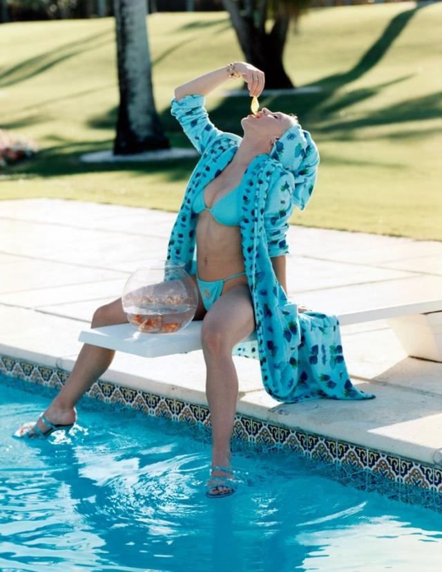 Мадонна после тяжелого трудового дня решила закусить золотой рыбкой..