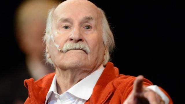Является старейшим из ныне живущих народных артистов СССР. А также старейшим действующим актером планеты. Первый в мире профессиональный театральный актер, перешагнувший 100-летний юбилей, оставаясь в профессии.
