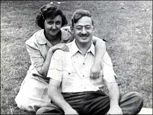В 1939 году, когда над Европой сгустились грозовые тучи войны, они поженились. Молодому мужу едва исполнился 21 год.