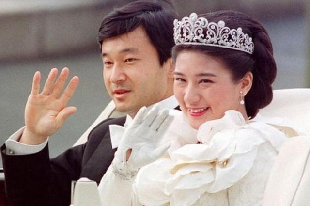 Бракосочетание японского кронпринца Нарухито и дочери высокопоставленного дипломата Масако Овады состоялось девятого июня 1993 года.