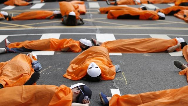 Тайпей, Тайвань, 26 октября. Протест госслужащих против ненадлежащего отношения со стороны властей и отсутствия социальных гарантий.