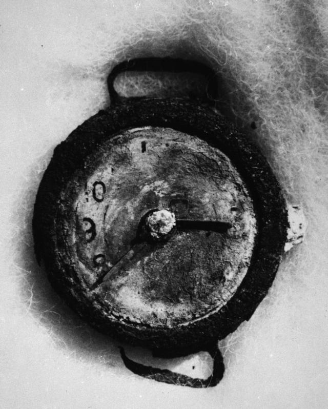 Среди руин были обнаружены наручные часы остановились в 8.15 утра 6 августа 1945 года - во время взрыва.