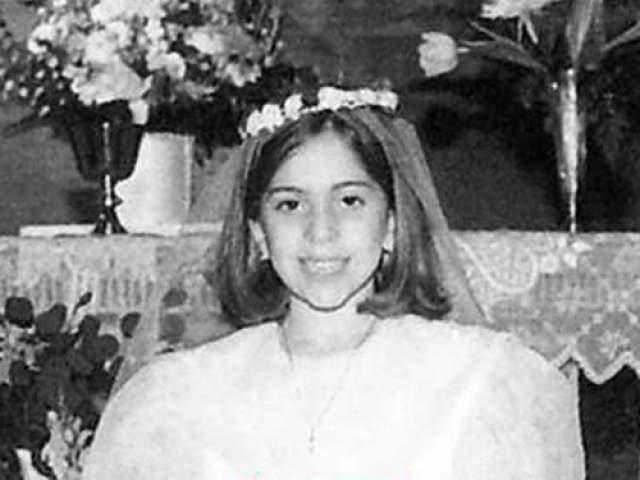 Стефани Джерманотта (Леди Гага), певица, 32 года. Училась в той же школе, что и сестры Хилтон. После была принята в Нью-Йоркскую Школу искусств, но вскоре бросила учебу. Уже тогда Стефани рвалась на большую сцену и начала петь в клубах Манхэттена. Занятия в лишь мешали ей идти к поставленной цели.