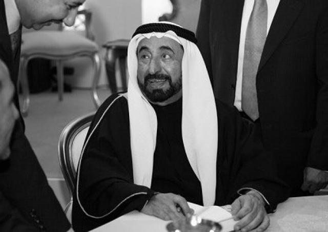 Султан бин Мухаммад аль-Касими. Третий из соправителей ОАЭ, эмир Шарджи, является автором трактатов по истории Ближнего Востока.