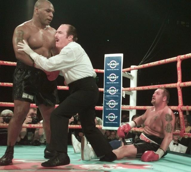 Вслед за этим Майк взял годичную паузу и в следующий раз вышел на ринг лишь в октябре 2001 года против датчанина Брайана Нильсена. Бой был выигран техническим нокаутом в седьмом раунде, однако смотрелся в нем Майк довольно бледно.