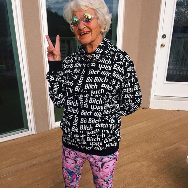 86-летняя американка Бадди Винкл покорила пользователей по всему миру не фигурой и элегантностью, а хипповой отвязностью.