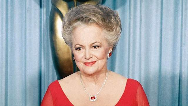 """Также известна ролями в фильмах """"Приключения Робин Гуда"""" и """"Каждому свое"""". Она одна из последних живых актеров и актрис из Золотого века Голливуда."""