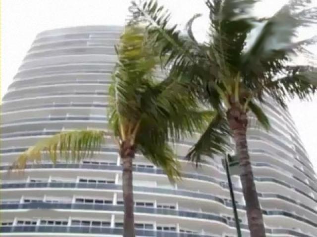 Кристина Орбакайте также была владелицей квартиры в Майами, но, встретив новую любовь, американского бизнесмена Михаила Земцова, решила продать ее и купила вместе с Михаилом небольшой домик.