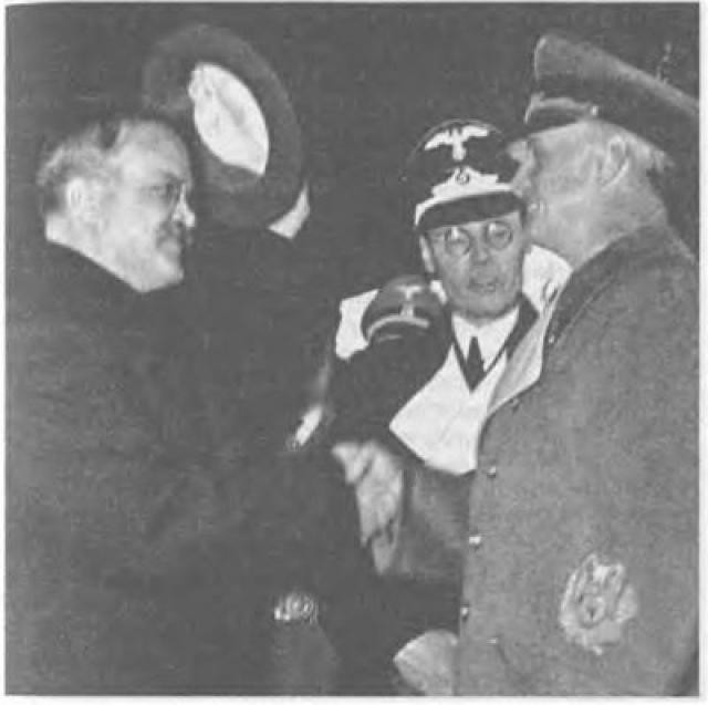 """""""Секретный протокол"""", таким образом, относится к историческим фальсификациям. Он был """"вброшен"""" в информационное поле с целью выставить СССР агрессором и пересмотреть историю Второй мировой."""
