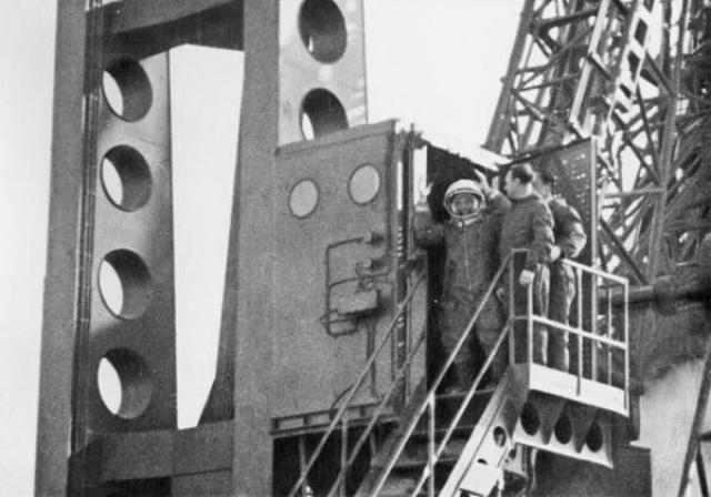 """Полет """"Востока-1"""" проходил в полностью автоматическом режиме. Это было связано с тем, что никто не мог дать гарантии сохранения космонавтом работоспособности в условиях невесомости."""