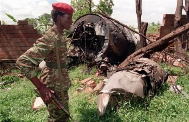 Вечером 6 апреля 1994 года на подлете к Кигали из ПЗРК был сбит самолет, на котором летели президент Руанды Жювеналь Хабиаримана и президент Бурунди Сиприен Нтарьямира. Самолет возвращался из Танзании, где президенты участвовали в международной конференции. Оба президента погибли.