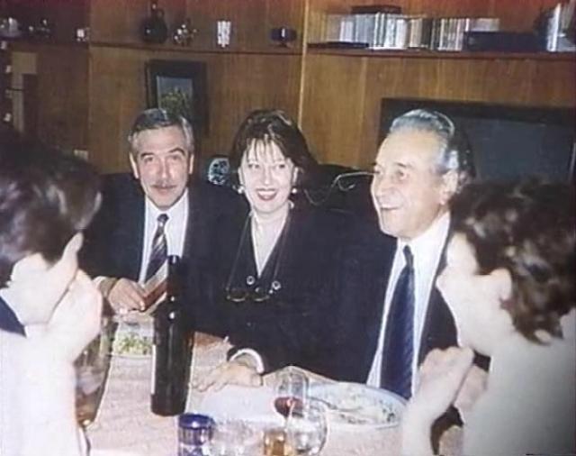 Юрий Николаевич был заботливым отцом и почти сорок лет состоял в браке с одной женщиной — актрисой Нелли Корниенко.